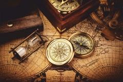 """Фотошпалери """"Компас та пісочний годинник на карті"""" (#90048)"""